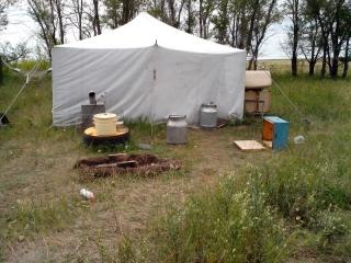Пасека. Палатка пчеловода