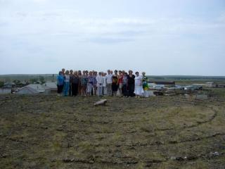 Группа Посвященных возле камня Заратустры. Аркаим